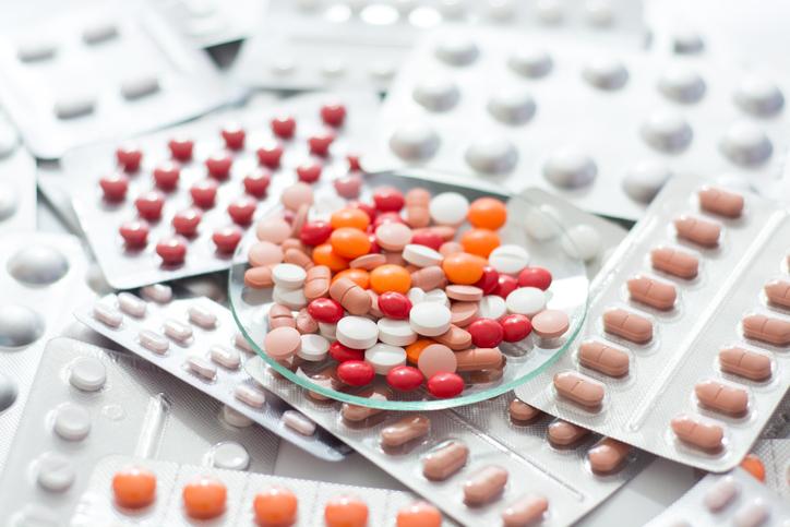 薬がどんどん増えていく(写真:iStock)