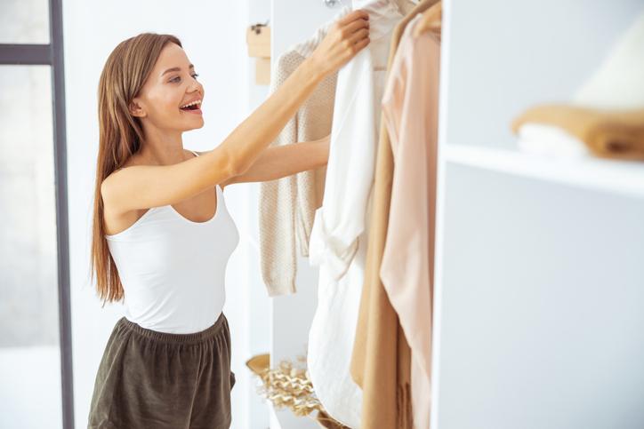 お気に入りの洋服でテンションアップ(写真:iStock)