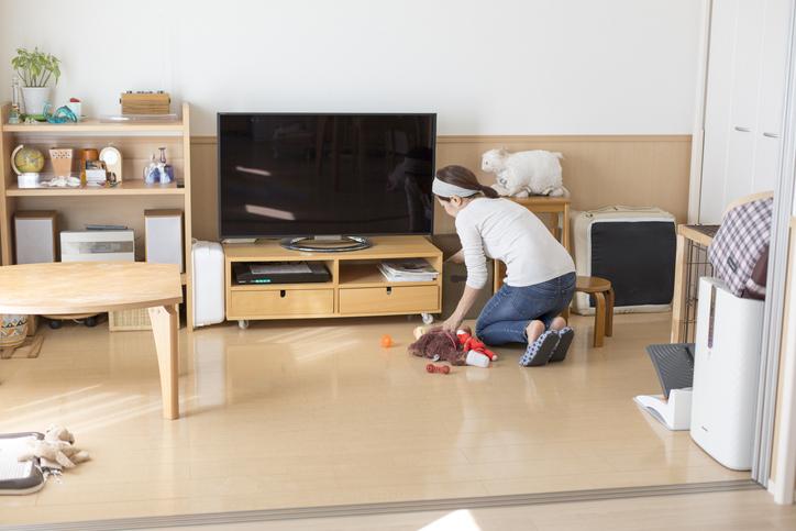 テレビの裏側もきれいにしちゃえ(写真:iStock)