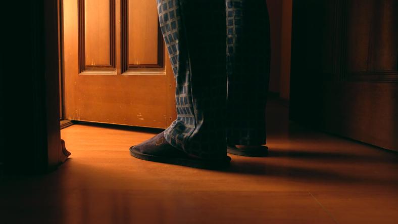 自分の家なのにリビングに入れてもらえない…(写真:iStock)