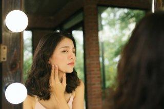 老化で顔が伸びる? 面長化を食い止めたい女性の美容習慣3選