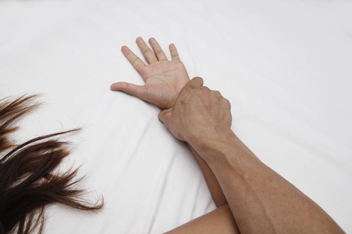 恋人とのセックスは苦痛ばかりだったのに…(写真:iStock)