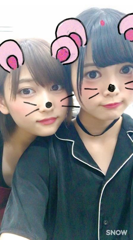 志田は平手を妹のように可愛がった。卒業後も自身のSNSで平手とおそろいのアクセサリーをつけた画像を投稿/平手友梨奈公式ブログ(2016年9月24日付)より