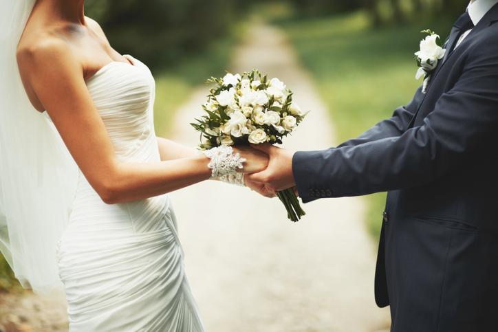 外見を見ることなく、会話だけで結婚を決められるか(写真:iStock)