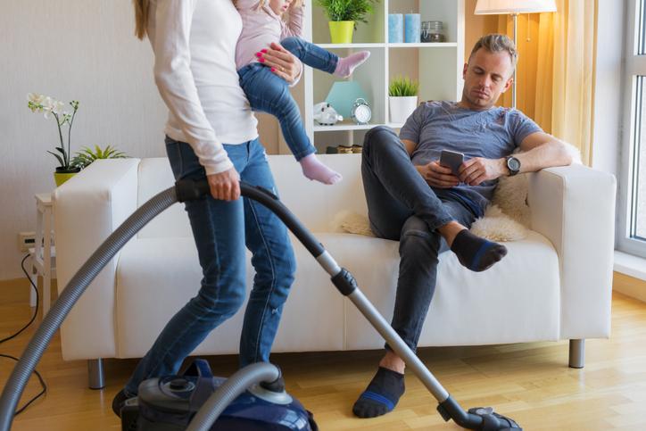 家事や育児に協力してくれる?(写真:iStock)
