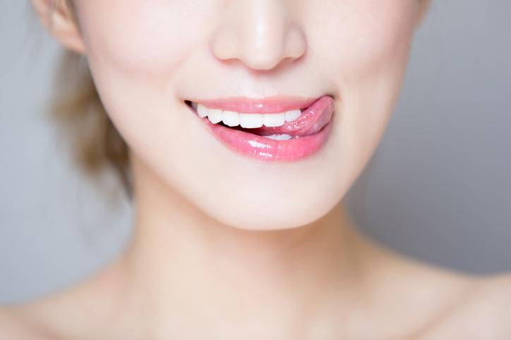 唇を舐めるのはNG(写真:iStock)
