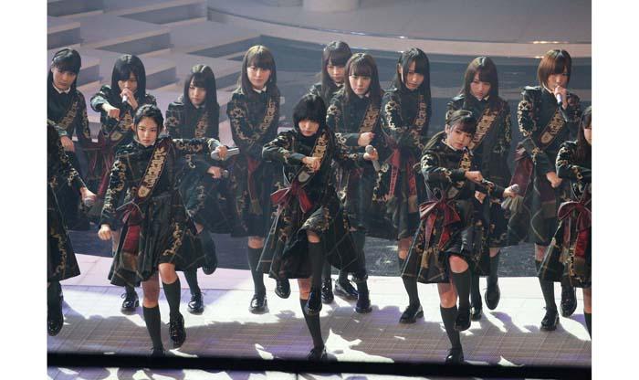 デビューから9カ月でNHK紅白初出場。欅坂46にはゆっくり段階を踏んでの成功という手順がなかった(C)日刊ゲンダイ