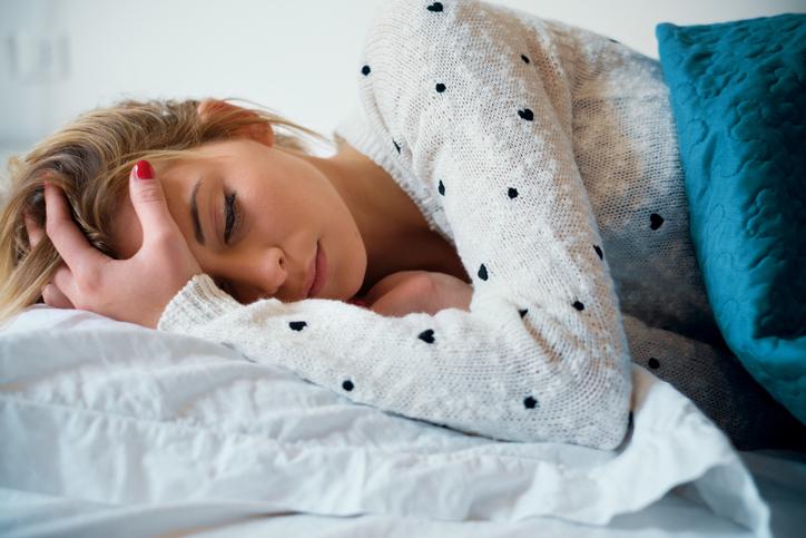 自宅でひたすら安静にすごす(写真:iStock)