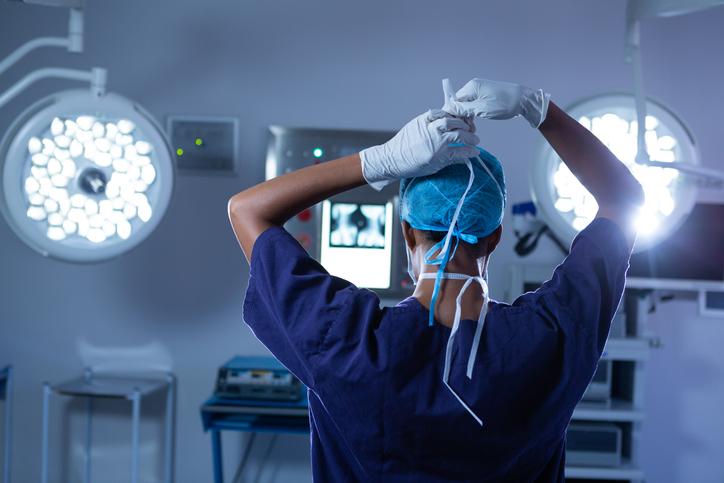 いよいよ手術が始まる(写真:iStock)