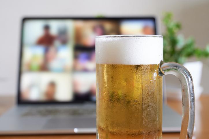 外で飲めないなら家で飲めばいいんだけど…(写真:iStock)