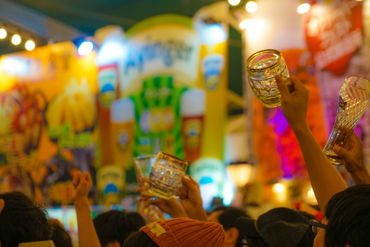 またみんなで飲める日を待ってる!(写真:iStock)