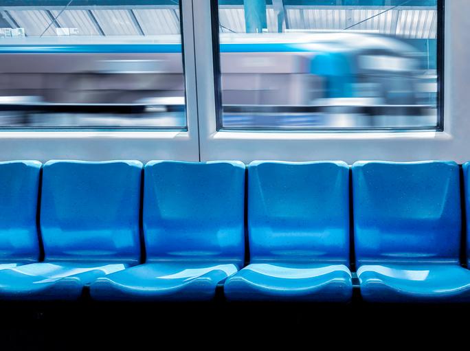 電車の中で出会ったのは(写真:iStock)