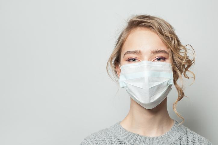 マスクを手放せない状況だけど(写真:iStock)