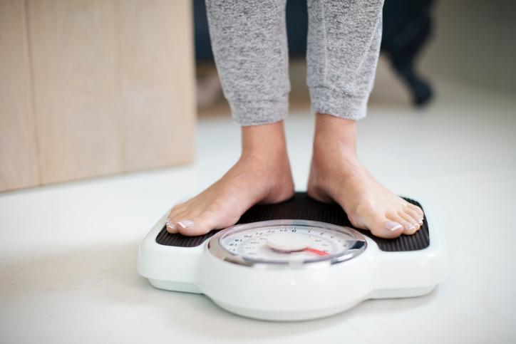 体重計に乗る習慣が程よいプレッシャーに(写真:iStock)