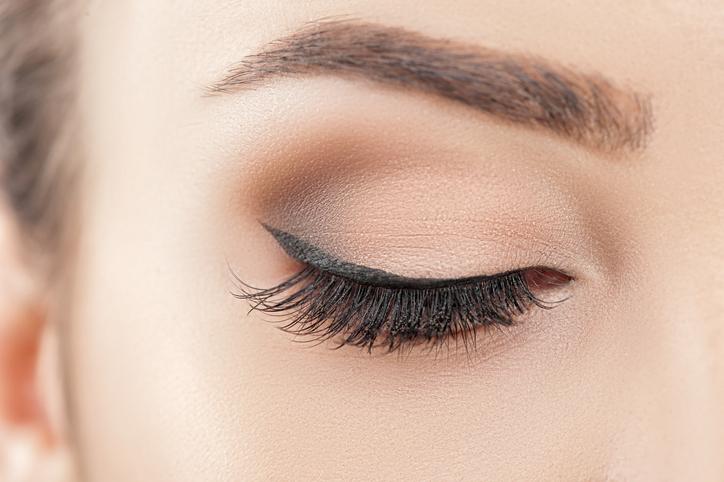 眉毛とアイラインは重要なパーツ(写真:iStock)
