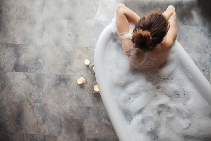 お風呂タイムが長くなった(写真:iStock)