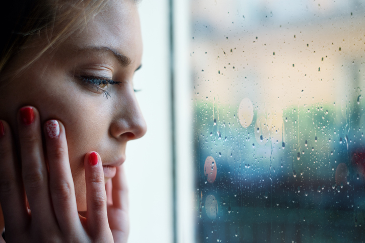 雨が降ると体調が悪くなることがよくあった(写真:iStock)