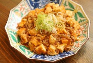 「厚揚げの麻婆豆腐」揚げにしみ込んだピリ辛がたまらない