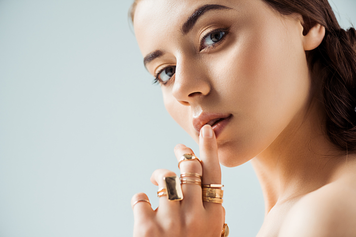 指輪のパワーで理想の自分に(写真:iStock)