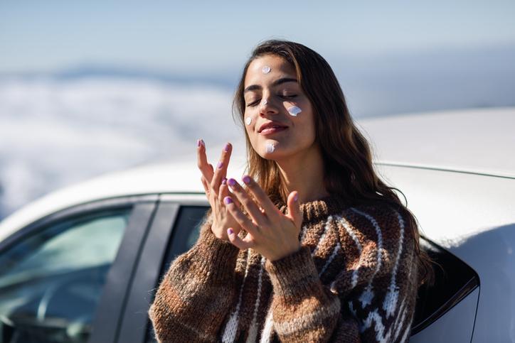 冬でも紫外線対策はしっかりと(写真:iStock)