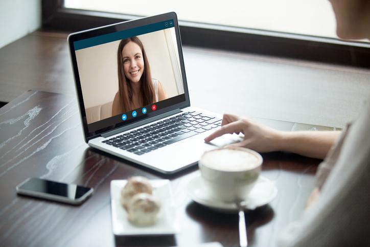 オンラインでも距離は縮まる(写真:iStock)