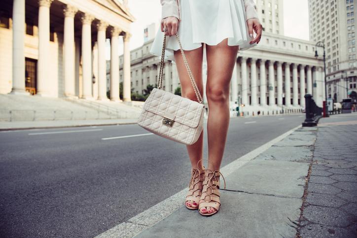 セクシーなファッションもさじ加減が大事(写真:iStock)
