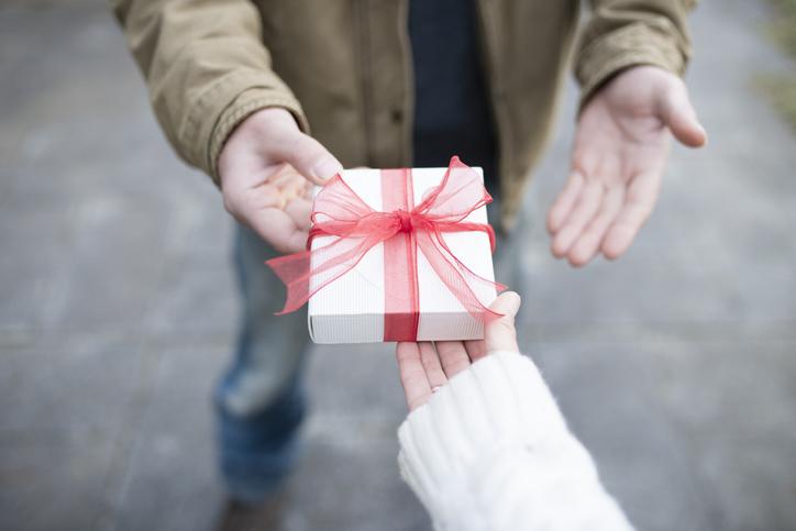 年下と付き合いたいなら…(写真:iStock)