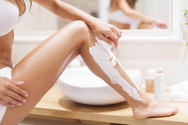 ボディソープやクリームで肌への刺激を軽減(写真:iStock)
