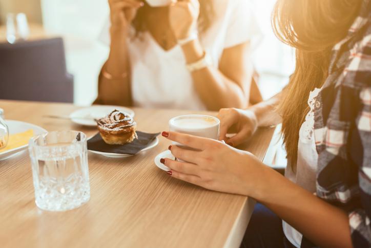なんでも話せる女友達は貴重な存在(写真:iStock)