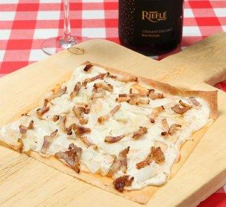 「タルトフランベ」王道トッピングで味わうアルザス風ピザ