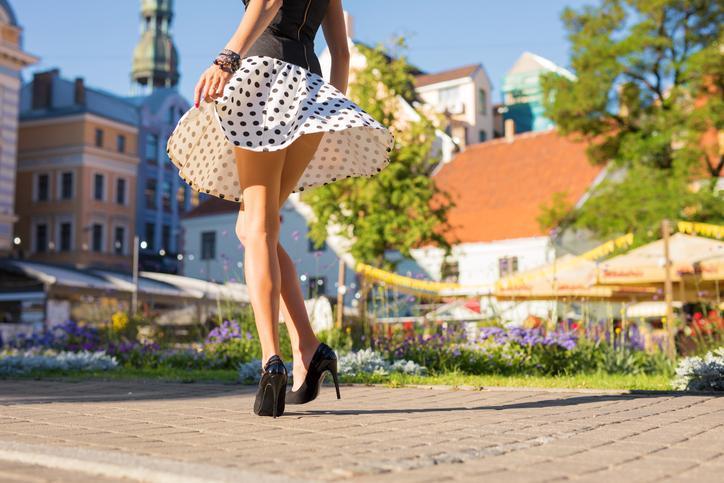 街中でドキドキ体験(写真:iStock)