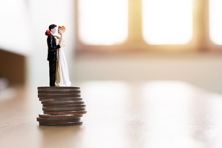 お金のために結婚しました(写真:iStock)