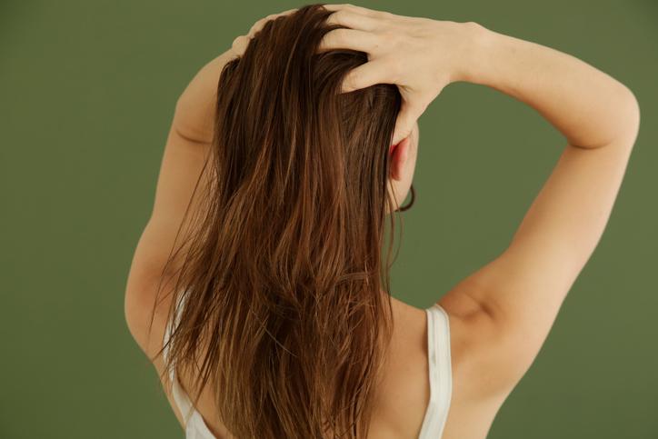濡れた髪はすぐに乾かして(写真:iStock)