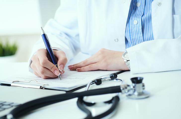 医師に書いてもらうページもある(写真:iStock)