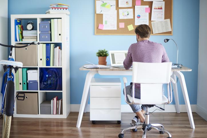 休みの日も仕事をしていたとしたら…(写真:iStock)