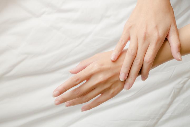 キレイな手を保つには日ごろのケアが不可欠(写真:iStock)
