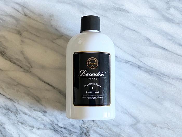 ランドリン 加湿器フレグランスウォーター:スタイリッシュなボトルが、男性の部屋への置き土産にもしやすいはず。だけど香りは「クラシックフローラル」なので、ほのかな花の香りが女性らしさを演出。