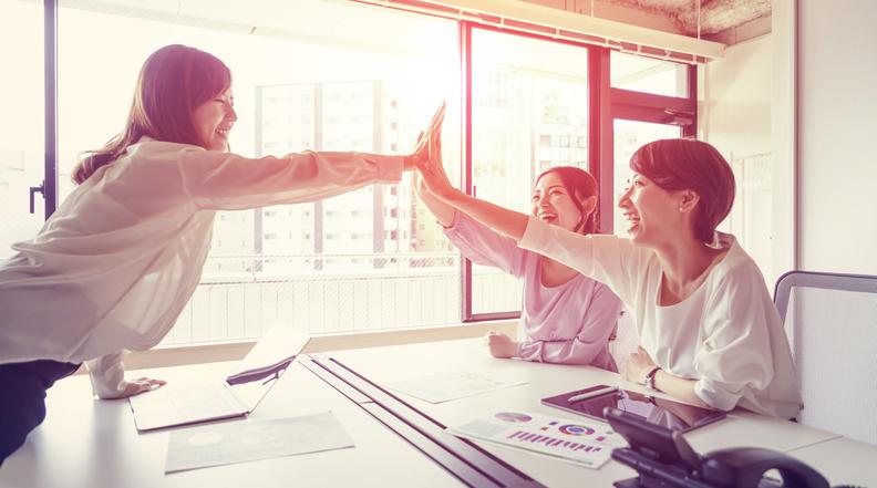 チームで協力してみるのも手(写真:iStock)