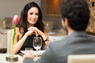 恋人ではない男性から彼氏ヅラされて…困惑する女性の告白