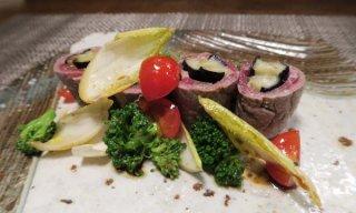 まるでレストラン!彩り野菜を添えた「牛肉とナスの巻き物」