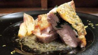 「鶏モモ肉のロースト大葉とゆずの香り」皮のパリパリ食感!