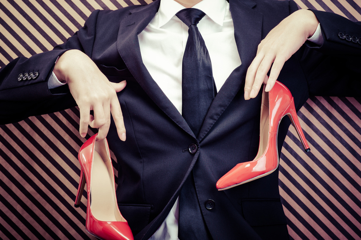 ヒールは履かないで!なんて男性も…(写真:iStock)