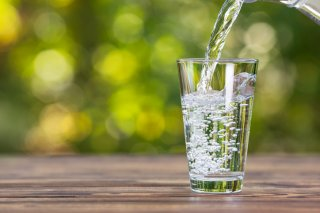 """""""水は1日2リットル""""って本当? 効果や正しい飲み方を紹介"""