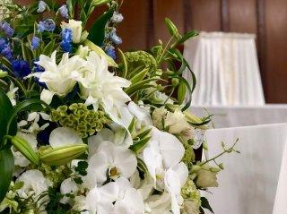 悲しみに暮れる人を慰める枕花とは…人の優しさと花のチカラ