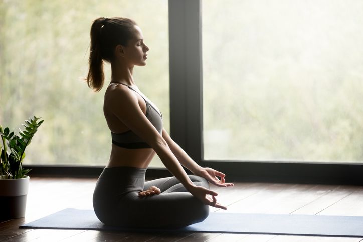 美しい姿勢が美バストを作る(写真:iStock)