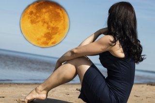 満月と女性の密接な関係とは? 体や恋愛に与える影響5つ