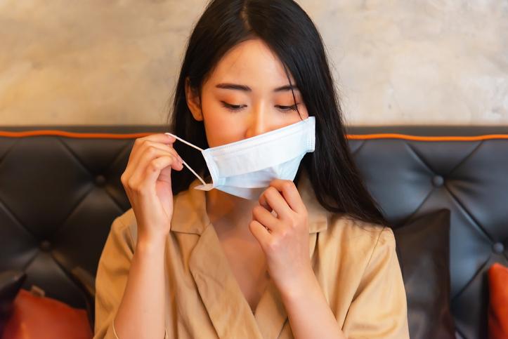唇が触れにくいマスクを探す(写真:iStock)