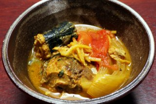 「サバ缶煮込みジンジャーカレー」鍋に入れて煮るだけ簡単!