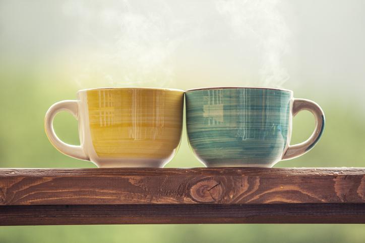 ペアマグカップでほっこり(写真:iStock)