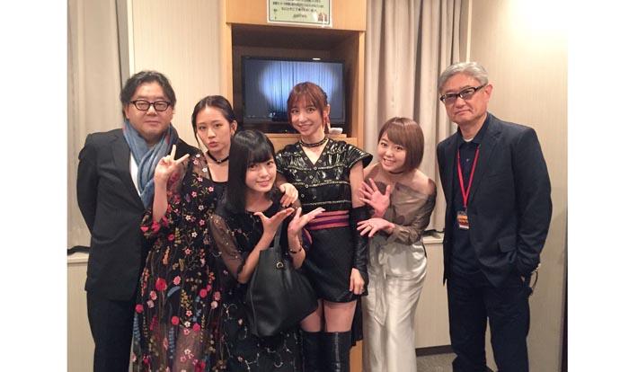欅坂46を熱烈に応援していた前田(左から2番目)。いつか女優として平手(右隣)との共演も見たい/峯岸みなみ公式Twitter(2016年9月17日付)より